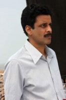 Manoj-Bajpai-On-The-Sets-Of-Shapath- phots (2)