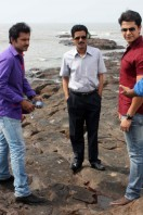 Manoj-Bajpai-On-The-Sets-Of-Shapath- phots (5)