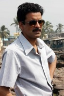 Manoj-Bajpai-On-The-Sets-Of-Shapath- phots (6)