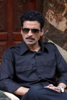 Manoj-Bajpai-On-The-Sets-Of-Shapath- phots (9)