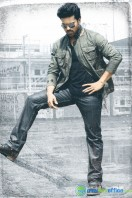 Yevadu Movie New Stills (2)