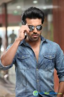 Yevadu Movie Photos (10)