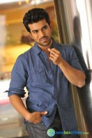 Yevadu Movie Photos (2)