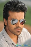 Yevadu Movie Photos (3)