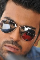 Yevadu Movie Photos (6)