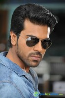 Yevadu Movie Photos (7)