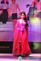 Shriya Saran Ramp Walk at Passionate Foundation Fashion Show (19)