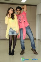 Theeya Velai Seiyyanum Kumaru New Hot Stills (14)