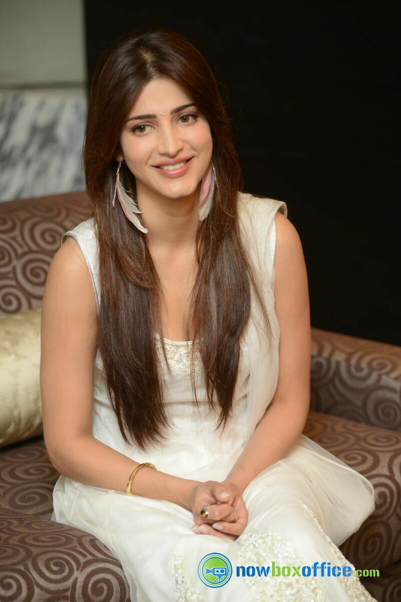 shruti hassan new photos shruti hassan at balupu movie interview 34