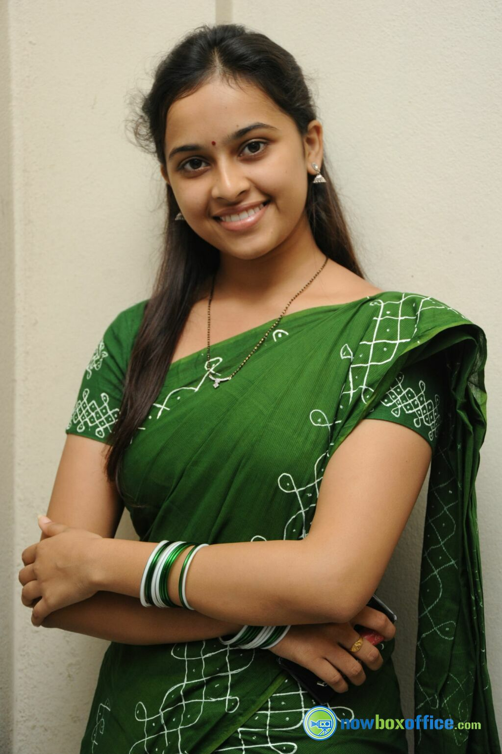 Actress Sri Divya Photos: Actress Wallpaper HOt Free Download Hd For Laptop Hot