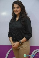 Isha Kopikar at Looty Film Launch Pressmeet (6)