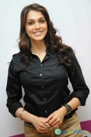 Isha Koppikar New Stills (1)