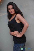Sangeetha Bhat Photos (8)