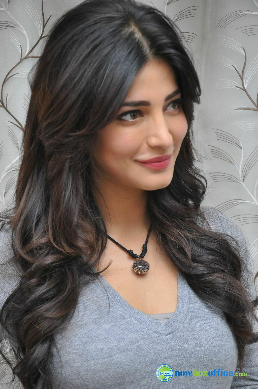 shruti haasan new pics shruti haasan at yevadu press meet stills 1