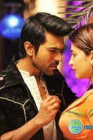 Yevadu New Gallery