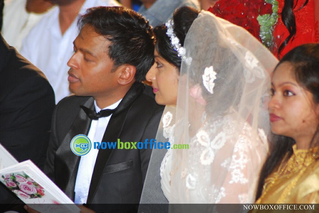 Meera Jasmine Marriage Photos in Church Meera Jasmine Wedding Photos