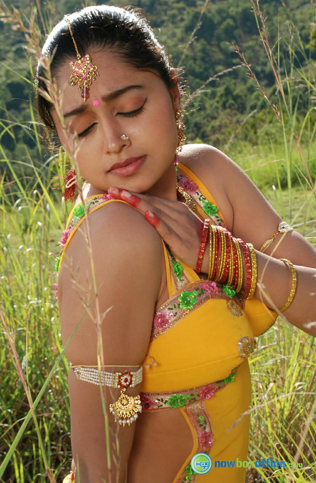 Sija Rose Hot Stills Sija Rose in Madhavanum Malarvizhiyum ...