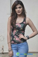 Rhea Chakraborty New Photos (17)