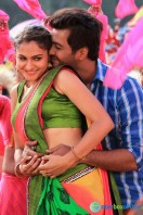 Aranmanai New Photos (18)