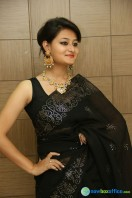 Niloufer in black saree photos (2)