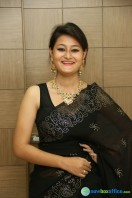 Niloufer in black saree photos (4)