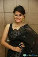Niloufer in black saree photos (5)