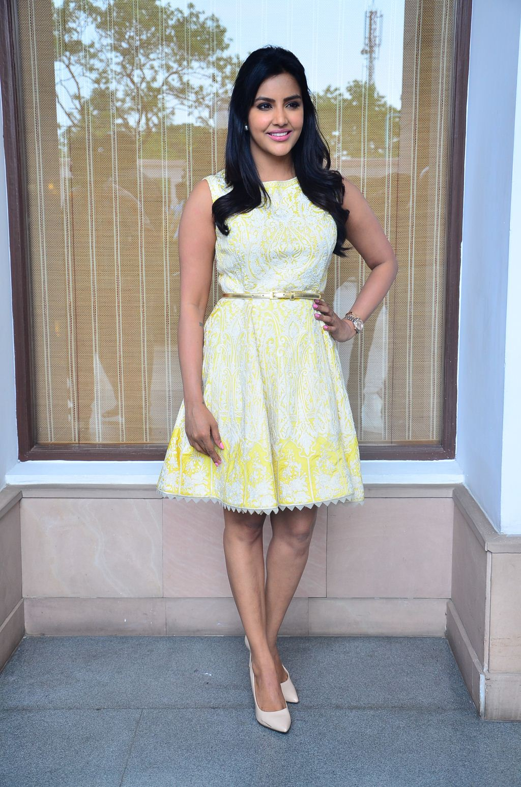 FILM ACTRESS HOT PICS: Priya Anand Expose Milky Legs In