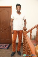Vishal Interview Stills (1)
