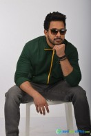 Kadaisi Bench Karthi Stills (22)