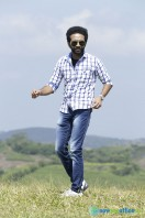 Shine Tom Chacko Stills in Pretham Und Sookshikkuka (7)