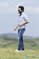 Shine Tom Chacko Stills in Pretham Und Sookshikkuka (8)