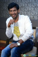 Vishal at Okkadochadu Promotion (12)