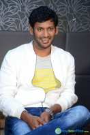 Vishal at Okkadochadu Promotion (13)
