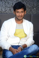 Vishal at Okkadochadu Promotion (17)