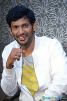 Vishal at Okkadochadu Promotion (18)