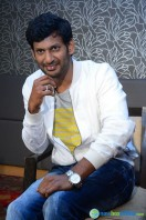 Vishal at Okkadochadu Promotion (2)