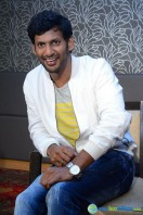 Vishal at Okkadochadu Promotion (3)