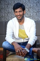Vishal at Okkadochadu Promotion (5)