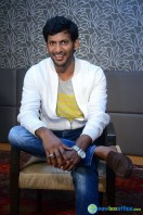 Vishal at Okkadochadu Promotion (7)