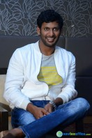 Vishal at Okkadochadu Promotion (9)