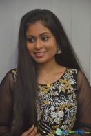 Nivedhitha at Vaanga Vaanga Team Interview (16)