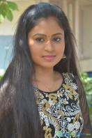 Nivedhitha at Vaanga Vaanga Team Interview (6)