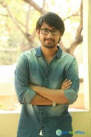 Raj Tarun Interview Stills (6)